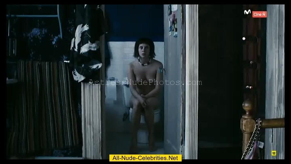 Manuela Velles Nude pics