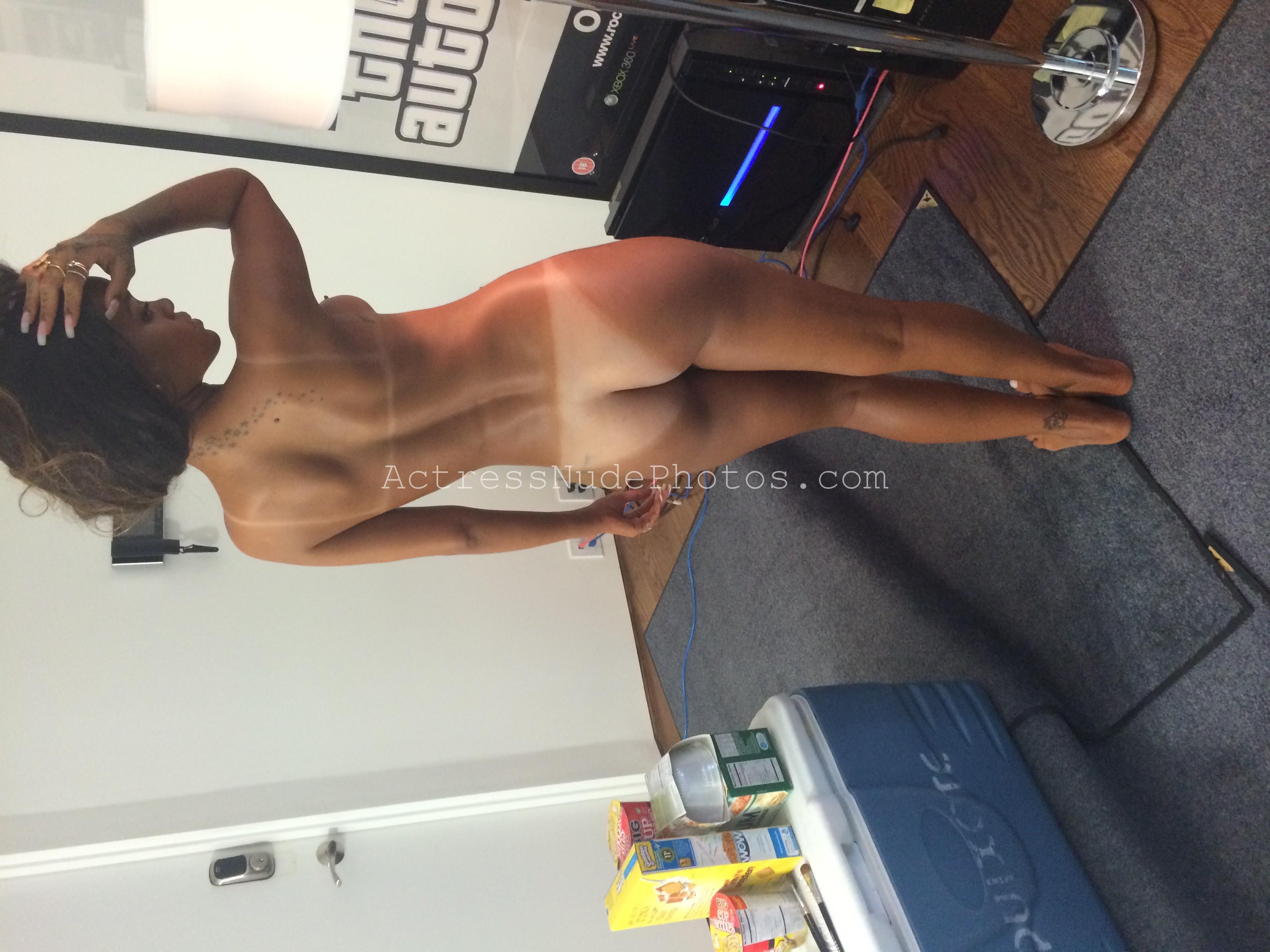 Rihanna Latest Nude Photos