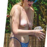 Sophie Turner nude topless